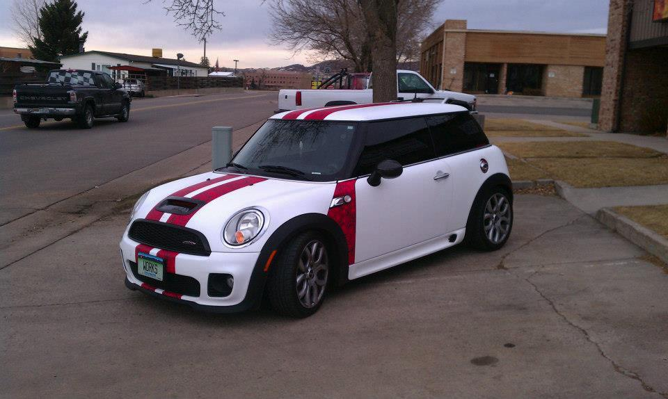 white and red mini wrap